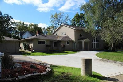 Grosse Ile Twp Single Family Home For Sale: 19580 Parke Lane