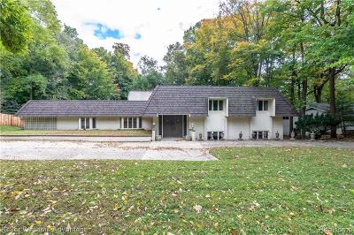 Farmington Hills Single Family Home For Sale: 21154 Centerfarm Lane Rd