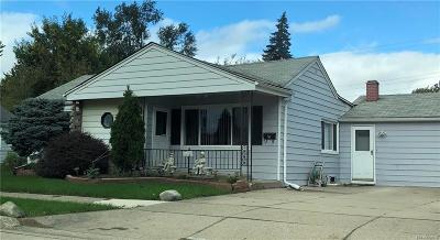 Madison Heights MI Single Family Home For Sale: $140,000