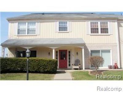 Auburn Hills Condo/Townhouse For Sale: 806 Bloomfield Village Boulevard #C