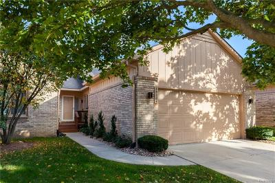 Farmington Hills Condo/Townhouse For Sale: 35164 Knollwood Lane