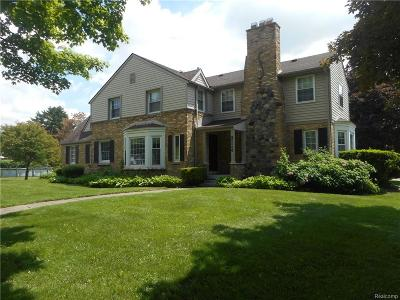 Oakland County Single Family Home For Sale: 26660 Meadowbrook Way