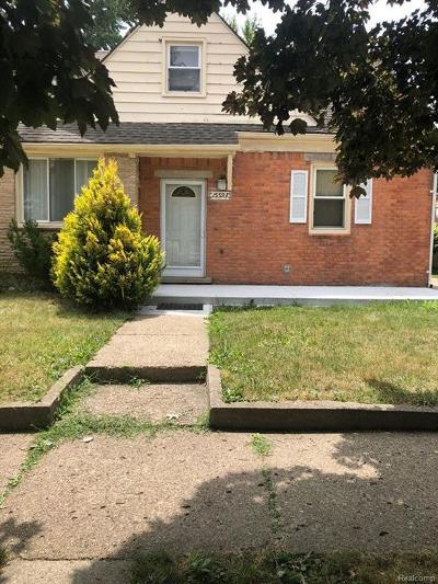 Oakland County, Macomb County, Wayne County Single Family Home For Sale: 15593 Thomas Avenue