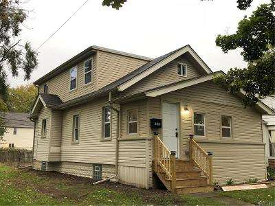 Hazel Park Single Family Home For Sale: 305 E Muir Avenue