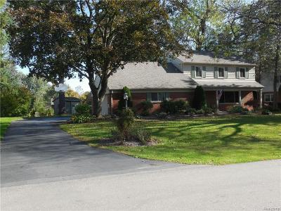 Bloomfield Twp Single Family Home For Sale: 325 Woodedge Drive