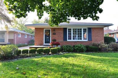 Royal Oak Single Family Home For Sale: 3861 Hillside Court