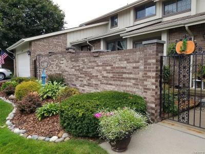 Rochester Hills Condo/Townhouse For Sale: 2819 Trailwood Drive