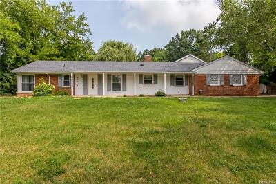 Bloomfield Twp Single Family Home For Sale: 2415 E Hammond Lake Drive