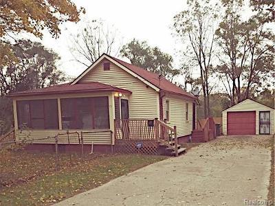 Pontiac Single Family Home For Sale: 77 Maines Street