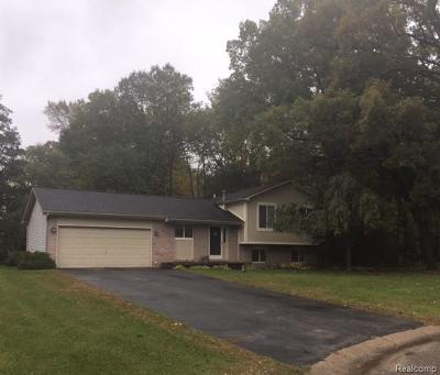 White Lake Single Family Home For Sale: 915 Cedar Oaks Trail