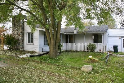 Oakland Twp Single Family Home For Sale: 98 S Rochester Road