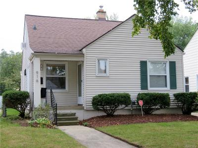 Royal Oak Single Family Home For Sale: 916 Edison Avenue