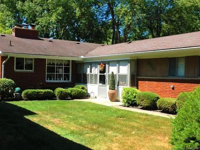 Keego Harbor, Sylvan Lake Single Family Home For Sale: 919 James K Boulevard