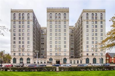 Detroit Condo/Townhouse For Sale: 15 E Kirby Street #1011