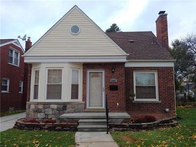Dearborn Heights Single Family Home For Sale: 16800 W Outer Drive
