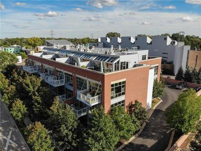 Royal Oak Condo/Townhouse For Sale: 322 E Harrison Avenue #26