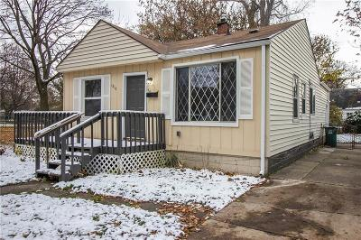 Hazel Park Single Family Home For Sale: 1210 E Madge Avenue