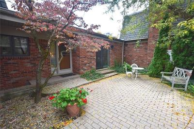 Bloomfield Hills Condo/Townhouse For Sale: 977 Stratford Lane