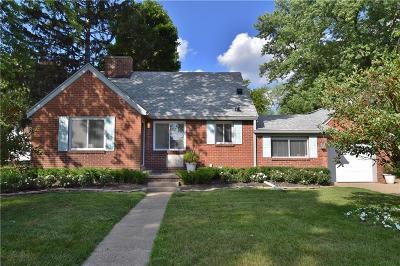Pontiac Single Family Home For Sale: 1104 James K Boulevard