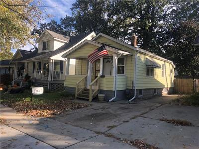 Hazel Park Single Family Home For Sale: 131 W Elza Avenue