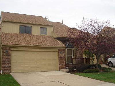 Rochester Hills Condo/Townhouse For Sale: 2160 Rochelle Park Drive