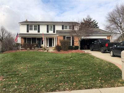 Rochester Hills Single Family Home For Sale: 1424 Deerhurst Lane