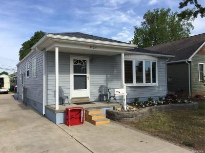 Macomb County Single Family Home For Sale: 25031 Fern