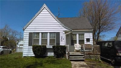 Pontiac Single Family Home For Sale: 583 E Kennett Road