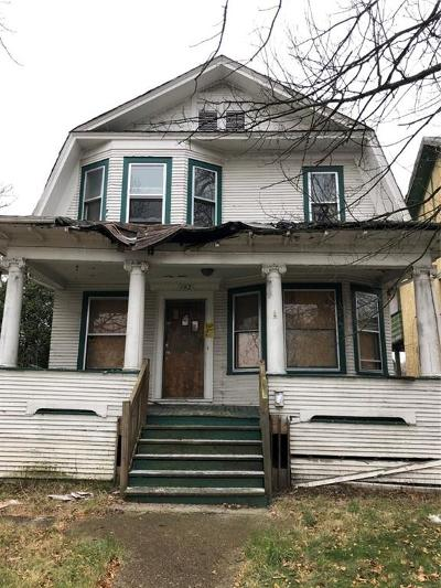 Highland Single Family Home For Sale: 142 Connecticut Street