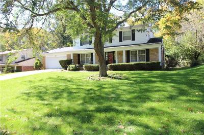 West Bloomfield Twp Single Family Home For Sale: 6130 Pinecroft Drive
