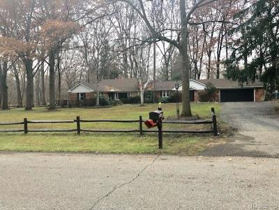 Southfield Single Family Home For Sale: 23640 Oak Glen Drive