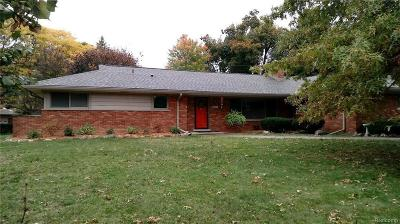 West Bloomfield Single Family Home For Sale: 2117 Lake Wind Drive
