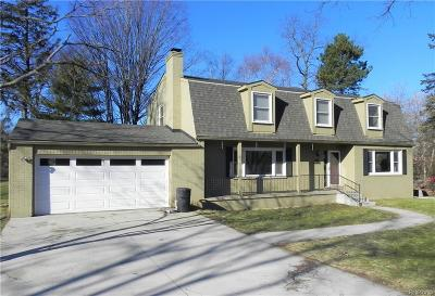 West Bloomfield Single Family Home For Sale: 2499 Horseshoe Drive