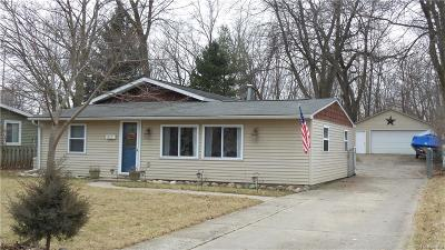 Fenton Single Family Home For Sale: 815 Oak Park Drive