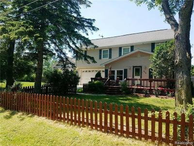 Walled Lake Single Family Home For Sale: 415 Leon Road
