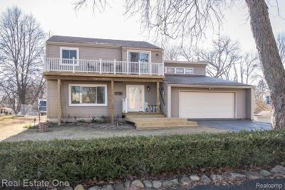 Fenton, Linden, Holly Twp, Grand Blanc, Hartland Twp, Swartz Creek, Highland Twp, Milford Single Family Home For Sale: 3575 Lakeview Drive