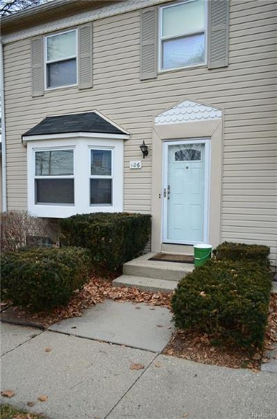 Walled Lake Condo/Townhouse For Sale: 106 Lake Village Drive