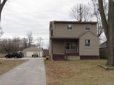 Auburn Hills MI Single Family Home For Sale: $159,900