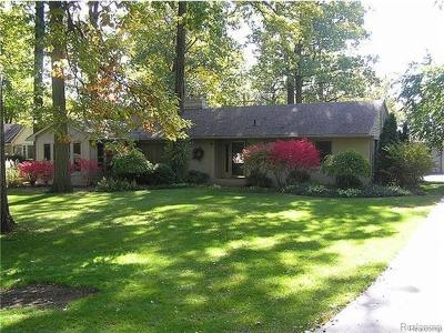 Bloomfield Twp MI Single Family Home For Sale: $375,000