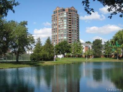 Detroit Condo/Townhouse For Sale: 3320 Spinnaker Lane #10E