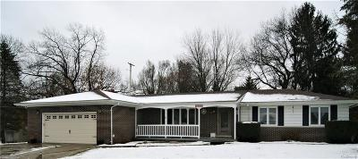Fenton MI Single Family Home For Sale: $240,000