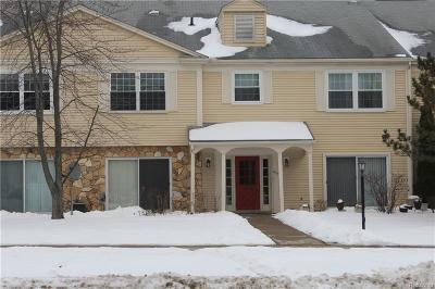 Auburn Hills Condo/Townhouse For Sale: 833 Bloomfield Village Blvd Boulevard #D