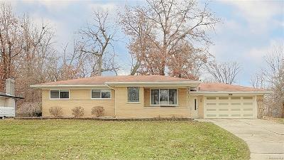 Waterford Twp MI Single Family Home For Sale: $220,000
