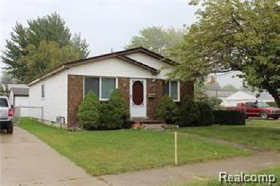 Clinton Twp, Harrison Twp, Roseville, St. Clair Shores Single Family Home For Sale: 34606 Beaconsfield Street