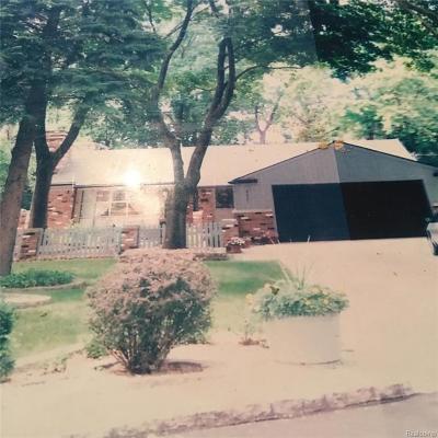 Detroit Single Family Home For Sale: 20021 Cherokee