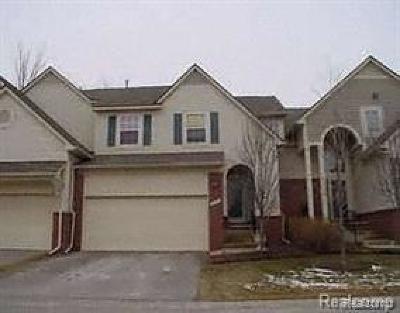 Farmington Hills Condo/Townhouse For Sale: 38300 Saratoga Circle