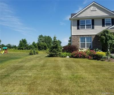 Oakland Twp Single Family Home For Sale: 893 McIntosh Court