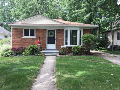 Royal Oak Single Family Home For Sale: 223 N Gainsborough Avenue