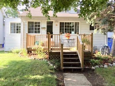 Pleasant Ridge Single Family Home For Sale: 11 Kensington Boulevard