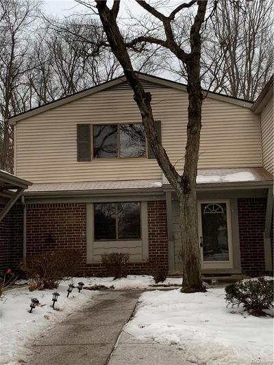 Southfield Condo/Townhouse For Sale: 26728 Farmbrook Villa Drive #35